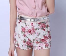 VINTAGE LOW WAISTED LACE FLOWER SHORT